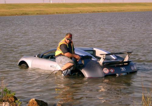 bugatti-veyron-havaria_sitaap.jpg