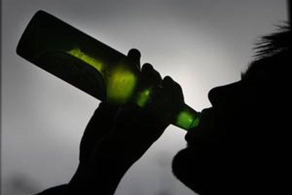 Pravidelné pitie môže u dospievajúcich viesť k zmenách na mozgu.