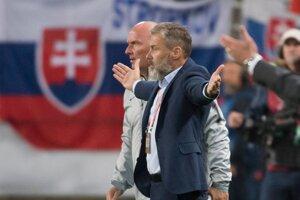 Tréner Slovenska Pavel Hapal počas zápasu kvalifikácie na EURO 2020 Maďarsko – Slovensko.