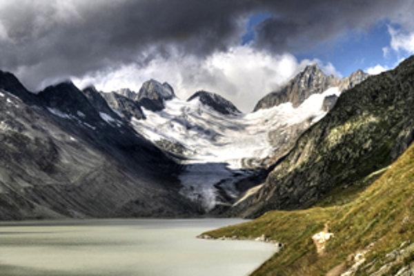 Jazero a ľadovec Oberaar.