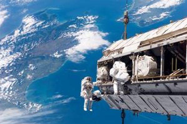 Výstup astronautov do otvoreného vesmíru.