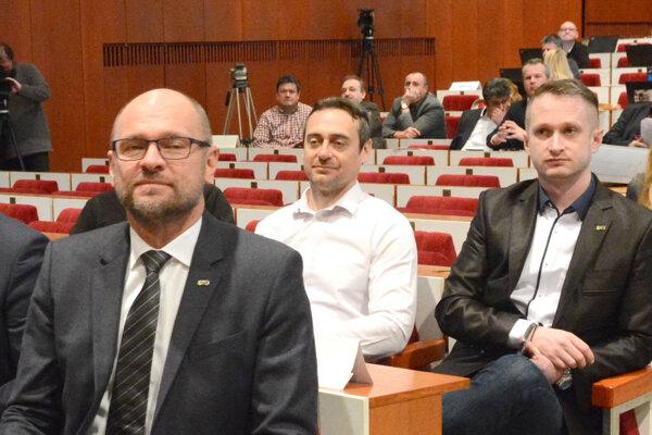Sulík a Rajtár (v strede) na pôde košického zastupiteľstva. Košický šéf SaS Peter Kolár (vpravo) má blízko k obom táborom.
