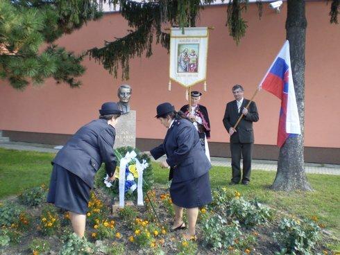 polozenie-venca-pri-pomniku-palarikovi_r4163_res.jpg