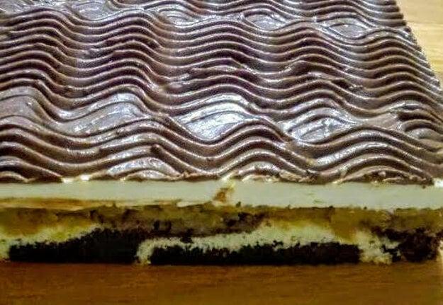 Obrátený jablkový koláč s kyslou smotanou