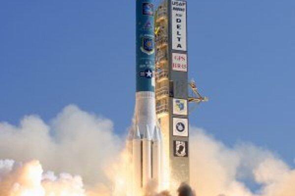 Štartujúca raketa, ktorá nesie na obežnú dráhu ďalší satelit pre GPS.