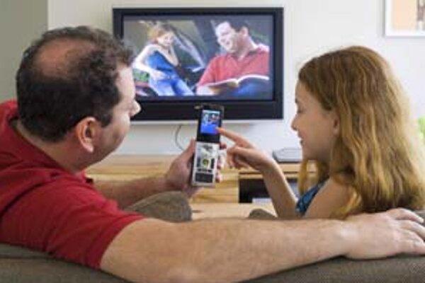 Na trhu káblovej televízie už pôsobí viacero firiem. Klientom, ktorí chcú aj pripojenie na internet, sa zvyčajne oplatí vziať si balík triple play, v ktorom dostanú obe služby lacnejšie.