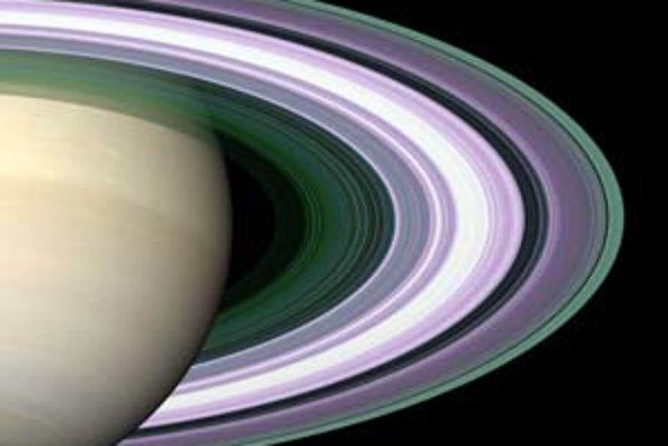 Detailný pohľad na Saturnove prstence z Cassini.