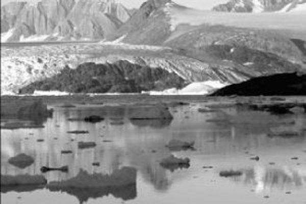 Grónske ľadovce sa topia nečakane rýchlo, najmä na východnom pobreží tohto najväčšieho ostrova, kde leží aj zobrazený ľadovec Kanderdlussuaq.