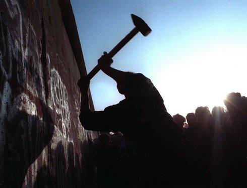 berlinsky-mur_1989_sita-ap_res.jpg