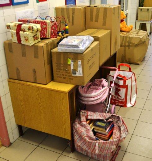 foto-2---plne-krabice-a-tasky-darov--kto_r4995_res.jpg