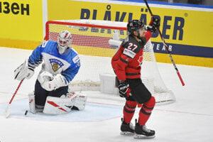 Shea Theodore (vpravo) počas finále MS v hokeji 2019 proti Fínsku.