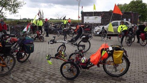 prve-stretnutie-lezadlovych-bicyklistov-_r9405_res.jpg