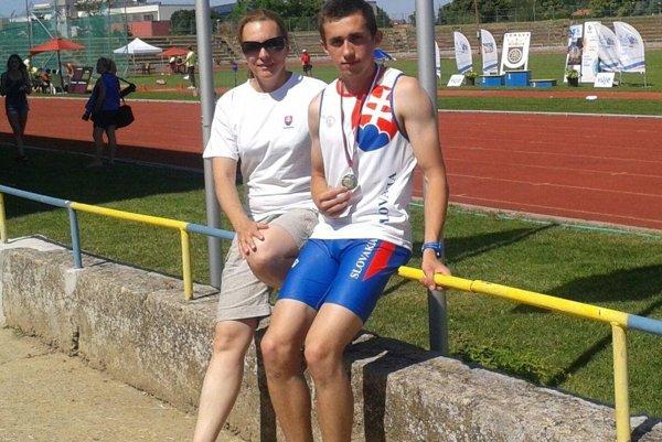 Andrej Mitašík s trénerkou Evou Miklovičovou.