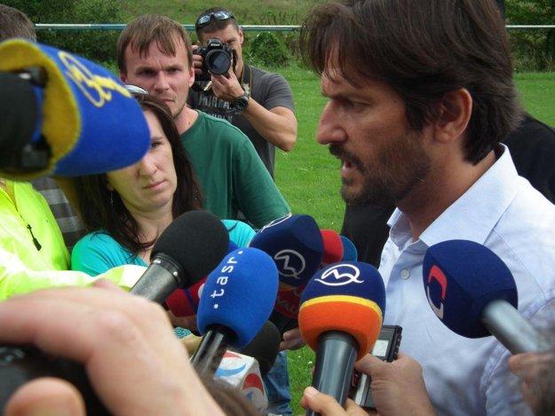 Do obce prišiel aj minister vnútra Robert Kaliňák.