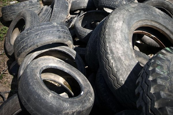 Investor chce spracovávať termálnym rozkladom  opotrebované pneumatíky na olej a uhlík.
