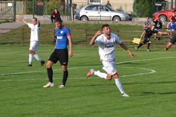 Sádecký (v bielom) sa tešil z góle Domaniže iba raz.