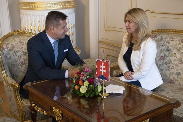 Prezidentka Zuzana Čaputová po utorňajšom stretnutí s ministrom životného prostredia SR Lászlóom Sólymosom (Most-Híd).