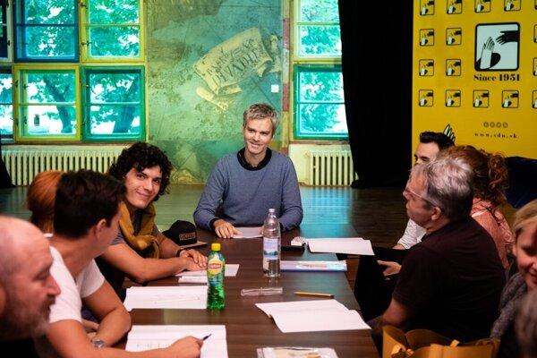 V inscenácii pod vedením známeho režiséra Kamila Žišku sa predstavia aj nové herecké tváre.