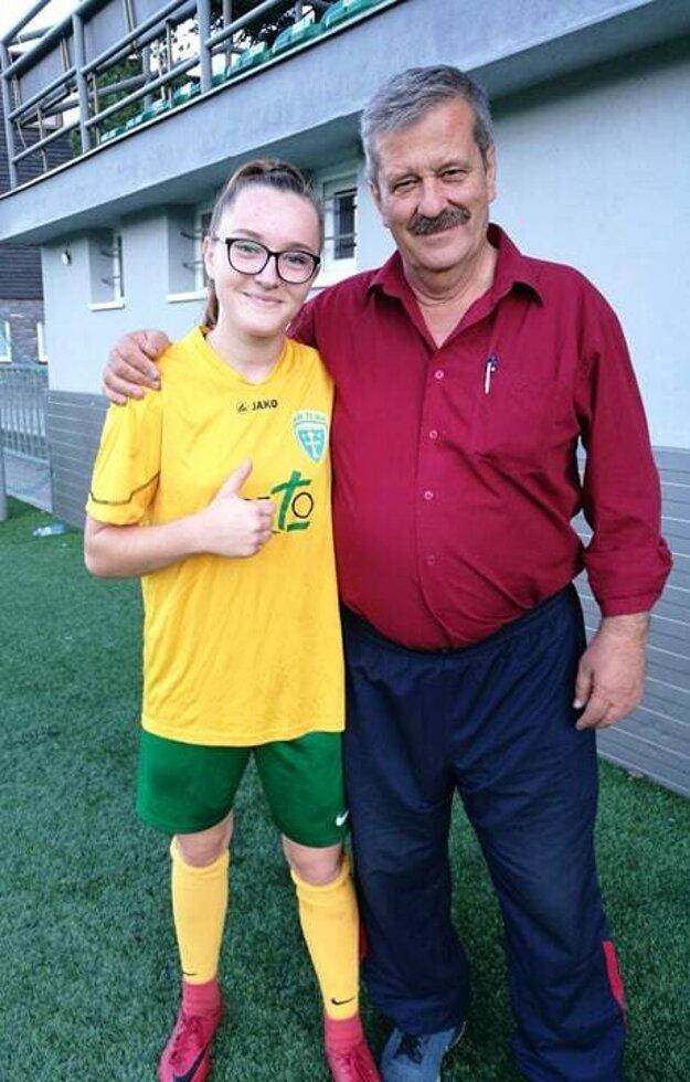 Zora Obertová, strelkyňa troch gólov do siete Považskej Bystrice, s Ladislavom Némethom, koordinátorom MŠK Žilina pre ženský futbal.