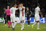 Hráči PSG Thiago Silva a Thomas Meunier po zápase s Realom Madrid.