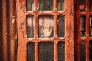 Ak okná umývate iba raz či dvakrát ročne, použitiu saponátu sa pravdepodobne nevyhnete.