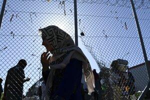 Utečenecké tábory na gréckych ostrovoch sú trvalo preplnené.