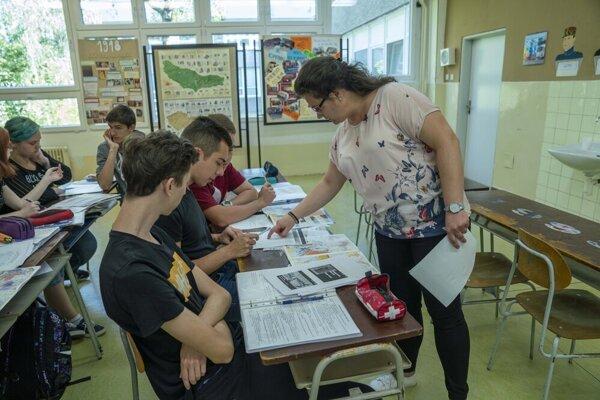 Svojich študentov inšpiruje k štúdiu dejín, učí ich milovať nie dejepis, ale históriu.