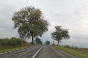 K nehode došlo v tomto úseku cesty z Bystrian do Spišských Vlách za železničným priecestím.