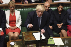 Boris Johnson v britskom parlamente.