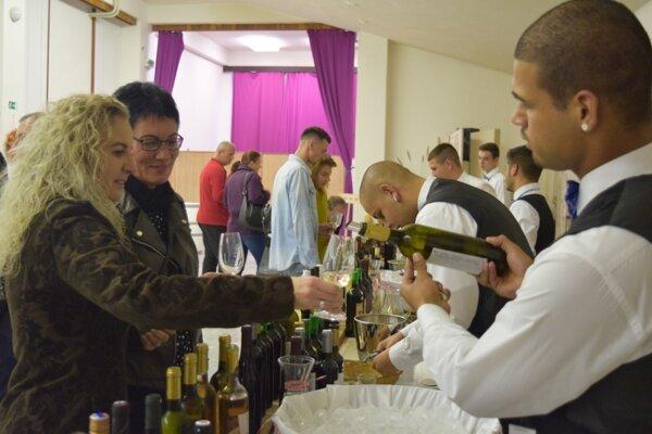 V kultúrnom dome prebiehala ochutnávka vín.
