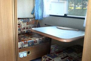 Interiér karavanu.