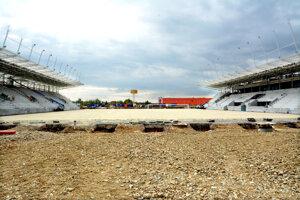 Pokiaľ sa štadión nepodarí dostavať kompletne, môže dôjsť k tomu, že na ňom nebude hrať nikto.