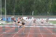 V popredí Rebeka Žibritová - víťazka na 100 m prekážok.