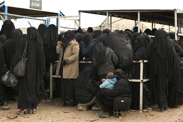 Registrácia žien v tábore al-Hól.
