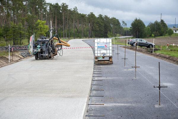 Rekonštrukcia cesty medzi Malackami a Rohožníkom sa blíži ku koncu.