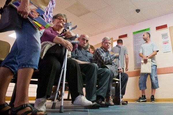 Pacienti vypovedanie zmluvy Dôvere zatiaľ nepocítia.