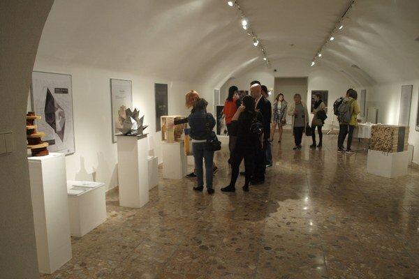 Záverečné práce študentov v galérií zaujali.