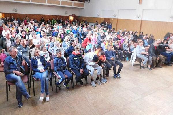 Diváci sa zabávali na kultúrnom programe.