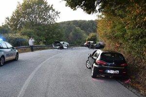 Pri nehode sa zranili štyria ľudia.