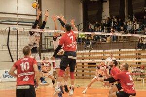 Prešovskí volejbalisti prvýkrát v sezóne uspeli, doma nedali šancu Zvolenčanom.