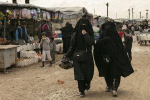 V tábore al-Húl zadržiavajú takmer 70-tisíc žien a detí džihádistov.