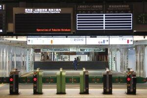 Pred príchodom tajfúnu preventívne uzavreli obchody, závody i podzemné železnice.