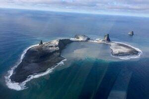 Ostrov Bogoslof odfotený 10. januára 2017.