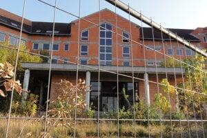 Budova čaká na dokončenie viac ako 20 rokov.