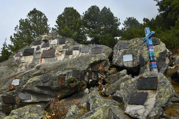 Symbolický cintorín pod Ostrvou.