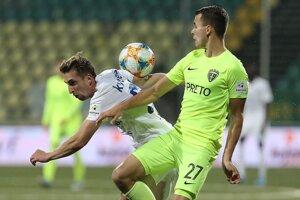 Milanovi Kvocerovi (vľavo) spoluhráči gól do žilinskej siete hneď vyúčtovali.