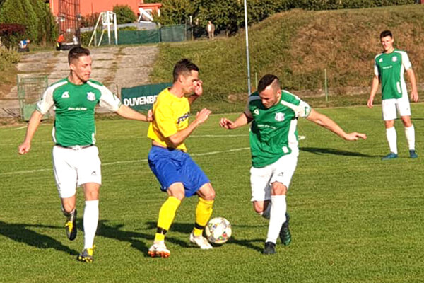 Šahy doma potrápili hlavne Veľké Kosihy, ktoré zdolali tesne 1:0. gólom Kapu zpenalty.