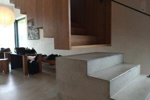 Interiér vinotéky je okrem vína zaujímavý aj architektúrou.
