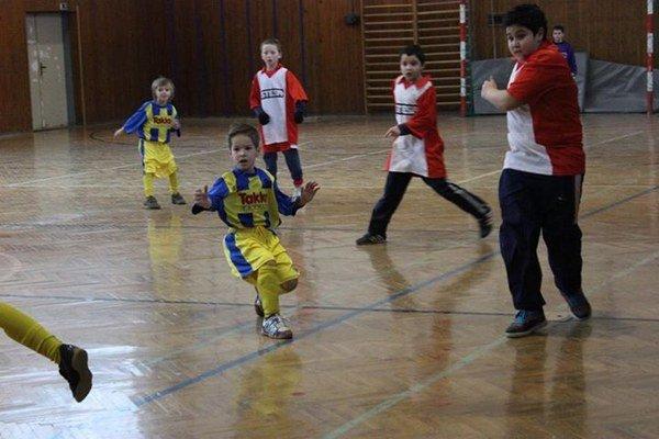 Turnaj prípraviek v Bošáci vyhrali domáci futbalisti.