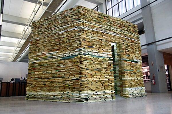 Na svoje diela spotrebuje Matej Krén desaťtisíce kníh.